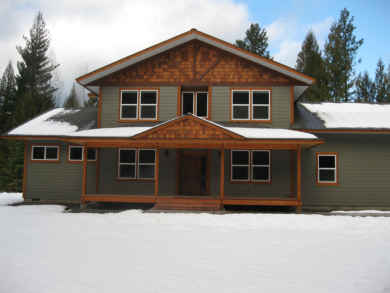 Custom home by Sandpoint Builders in North Idaho, exterior