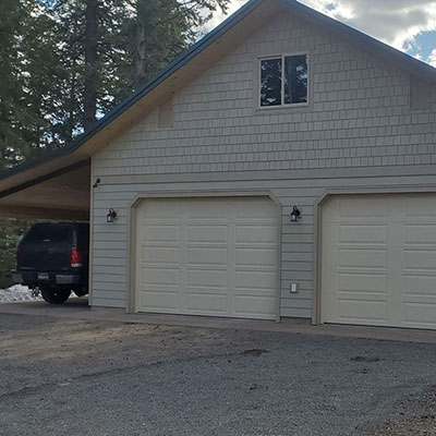 Juchmes garage by Sandpoint Builders inc., a custom luxury home builder in North Idaho.